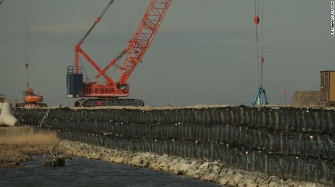 160304121409-fukushima-sea-wall-7-exlarge-169.jpg