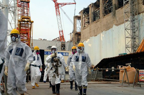 IAEA_Experts_at_Fukushima_(02813336).jpg