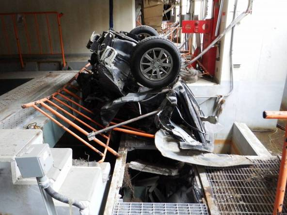 4-Debris-car.jpg